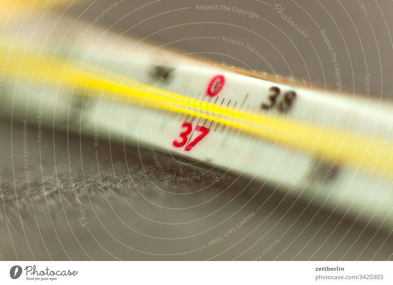 Fieberthermometer arzt corona daten fieber fieberthermometer gesundheit grippe influenza krankenschwester krankheit menschenleer messung physik skala skale