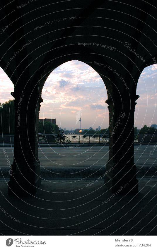 Lieber Alex... Alexanderplatz Oberbaumbrücke Spree Sonnenuntergang historisch Berlin Schatten