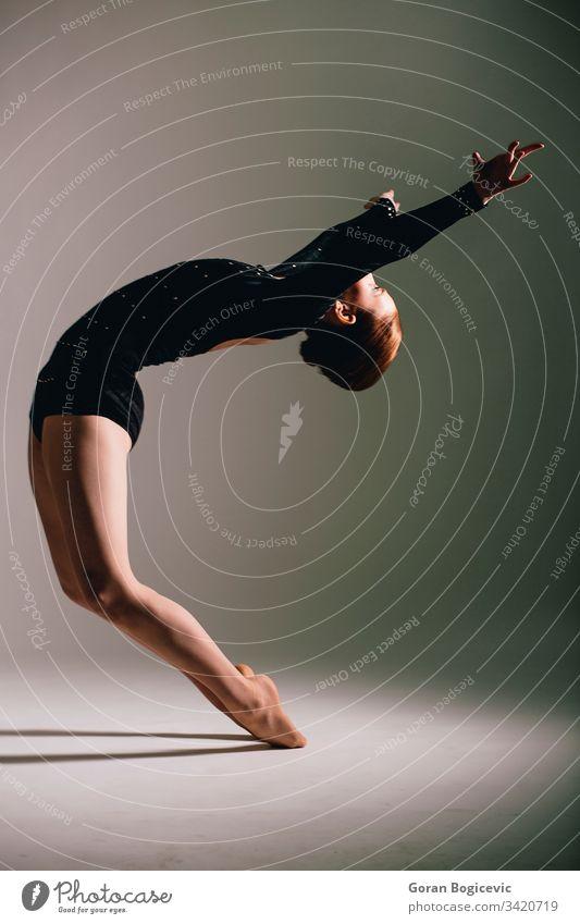 Ballerina Anmut Frau aktiv Tänzer jung Künstlerin Leistung Atelier Tanzen Eleganz Gleichgewicht Balletttänzer schön Klassik Flexibilität Übung attraktiv Aktion