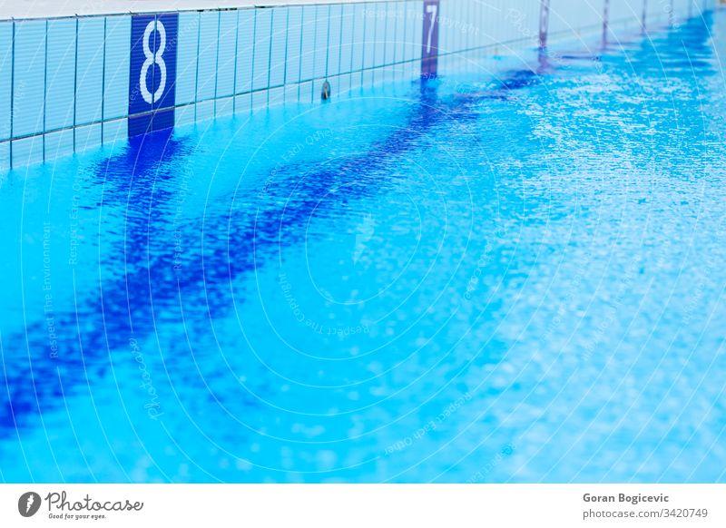 Schwimmbad türkis Wasser Pool Schwimmsport Reflexion & Spiegelung nass hell blau cool Spa abstrakt Oberfläche liquide Sauberkeit frisch niemand tief Freizeit