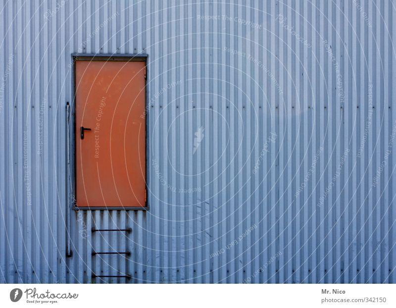 the doors I Industrieanlage Fabrik Bauwerk Gebäude Architektur Mauer Wand Fassade Tür blau rot außergewöhnlich Leiter Eingang einfach Eingangstür geschlossen