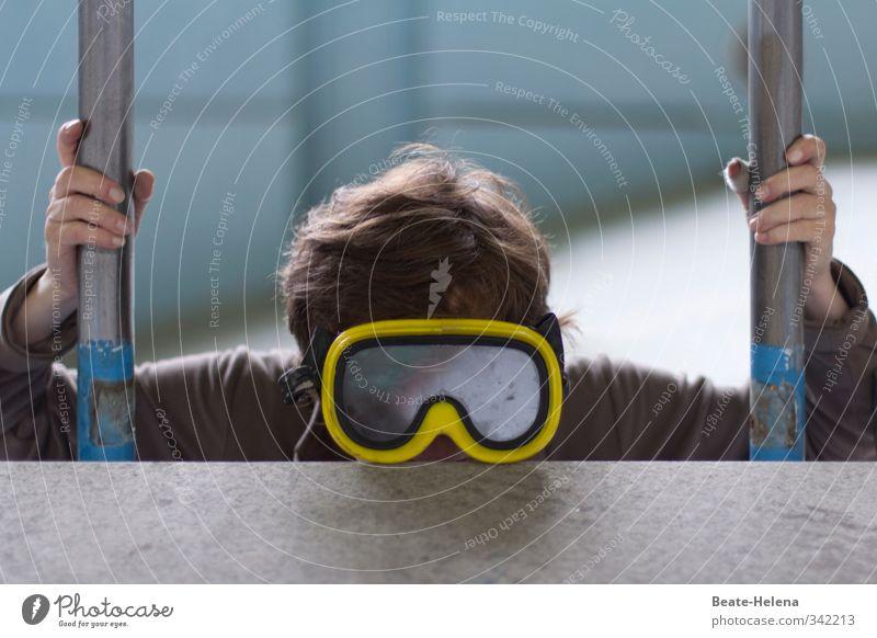 Tauchübung im Trockendock Hand Erholung gelb Sport feminin Glück Schwimmen & Baden Kopf träumen braun Freizeit & Hobby Treppe Lifestyle Abenteuer Schwimmbad fantastisch