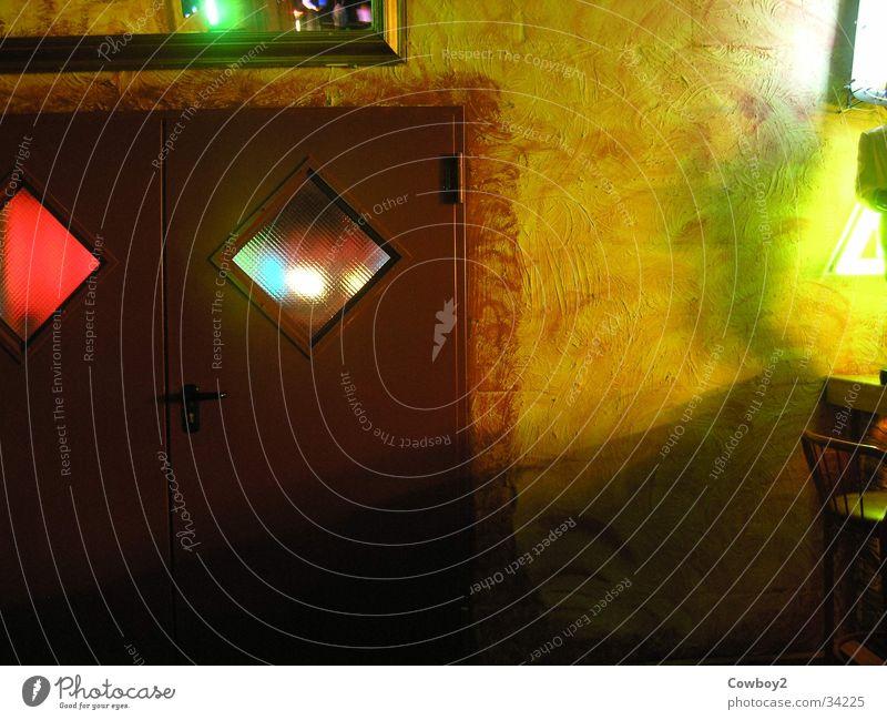 Tür auf Disco Club Bar Licht Foyer beleutung beleuchtete wand wandlicht türfenster