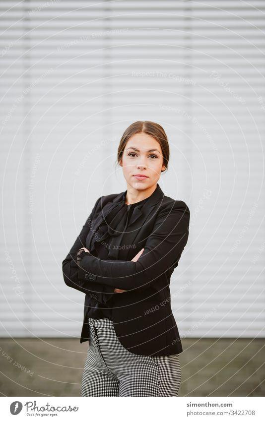 Business Lady business lady karriere weiblich chefin Karriere Farbfoto Erfolg Wirtschaft Unternehmen Porträt Berufsausbildung Studium Azubi Praktikum Bildung