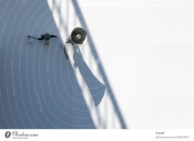 Geräusch   Lautsprecher an der Fähre mit Schatten Kabel Geländer seefahrt Überfahrt Ferien & Urlaub & Reisen Reisefotografie Schifffahrt maritim Dose