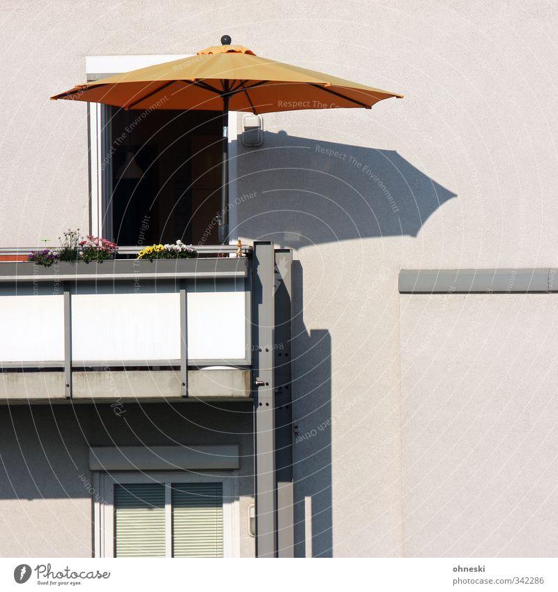 Mary Poppins Haus Fassade Balkon Fenster Tür Sonnenschirm Freizeit & Hobby Lust Ferien & Urlaub & Reisen Häusliches Leben Farbfoto Außenaufnahme