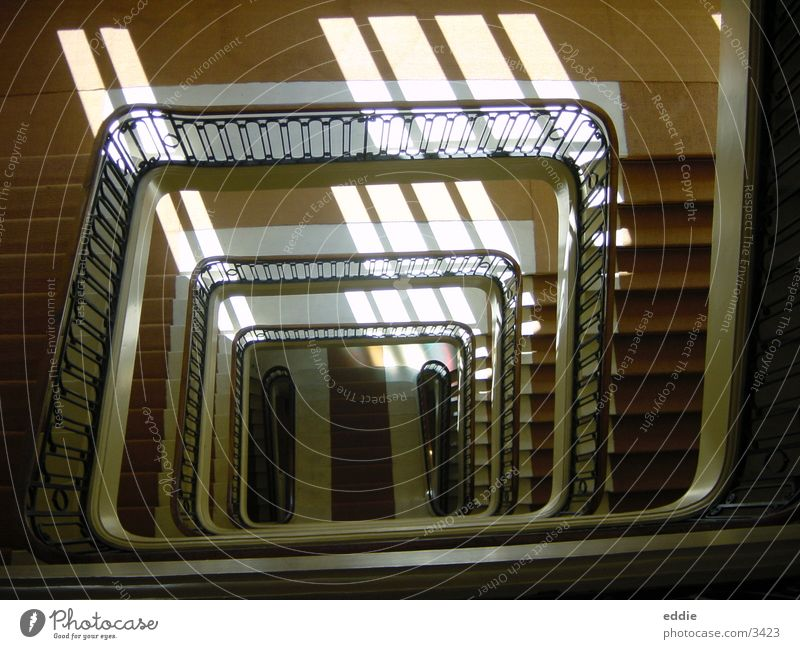 how many stairs must a page walk down? Architektur Treppe armer page