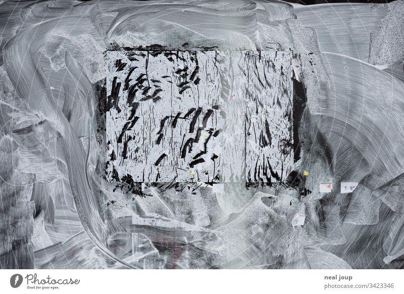 Weiß zugemaltes Schaufenster weiß geschlossen Krise pleite bankrott Plakat Farbe Schlieren Struktur Hintergrundbild abstrakt Pause Einzelhandel