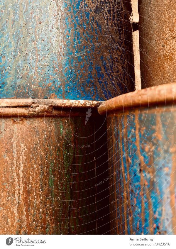 Rostige gestapelte Metal-Tonnen Abstrakt abstrakt obskur Strukturen & Formen Nahaufnahme mehrfarbig Muster Detailaufnahme Hintergrundbild außergewöhnlich Design
