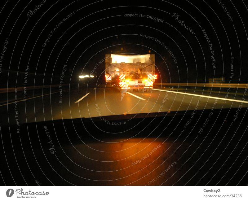 Schwertransport Verkehr Güterverkehr & Logistik Autobahn Lastwagen Fahrzeug Landstraße überholen Bundesautobahn