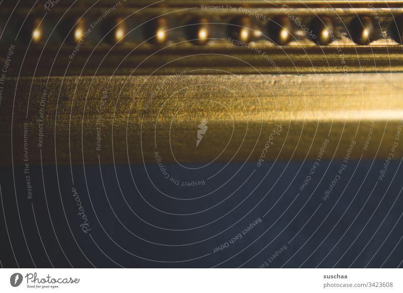 goldene verzierung eines barockrahmens Verzierung goldfarben Dekoration dekorativ Holz Barockrahmen Holzrahmen Detailansicht Struktur Bilderrahmen Kunsthandwerk