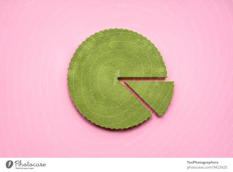 Matcha-Käsekuchen auf rosa Hintergrund. Einzelne Scheibe Kuchen obere Ansicht Käsekuchen-Torte farbenfroh Konditorei cremig lecker Dessert flache Verlegung