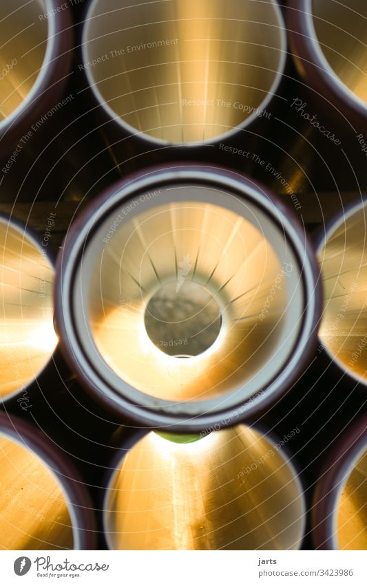 durchblick Rohr Durchblick Gold rund Farbfoto Menschenleer Außenaufnahme Licht Abflussrohr Baustelle Textfreiraum oben Rohrleitung