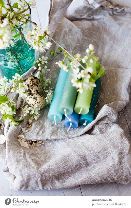 Osterdeko Kerzen Eier Blüten Leinentuch Vase Dekoration Ostern Lebensmittel Osterei Dekoration & Verzierung Frühling Innenaufnahme Blume mehrfarbig Menschenleer