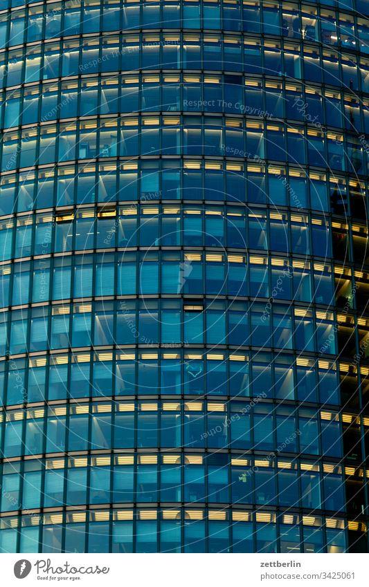 Glasfassade again abend architektur berlin büro city deutschland dämmerung froschperspektive hauptstadt haus himmel hochhaus innenstadt mitte modern neubau
