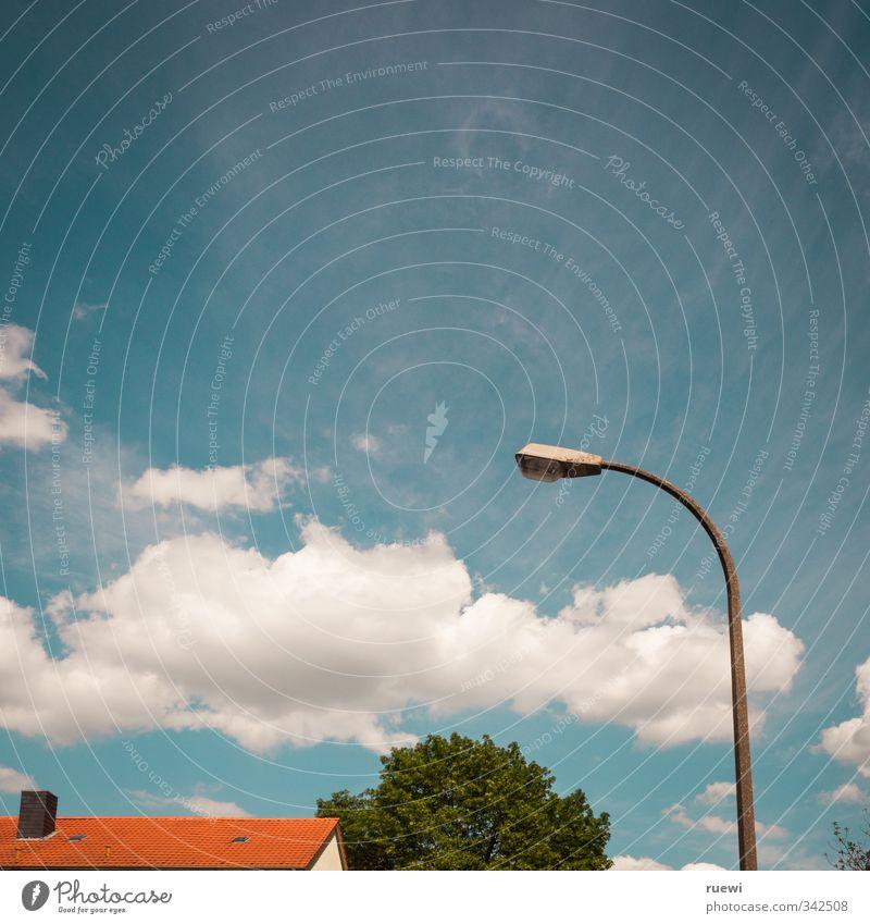 Der Himmel über B... Baustelle Laterne Umwelt Landschaft Luft nur Himmel Wolken Sonne Frühling Sommer Klima Schönes Wetter Baum Stadt Menschenleer Haus