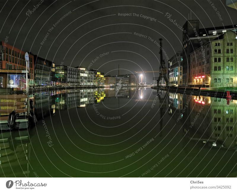 Stadthafen Münster am Morgen Hafen Morgens Wasser Schiff Dunkel Dämmerung Kai Außenaufnahme Menschenleer Schifffahrt Farbfoto Hafenstadt