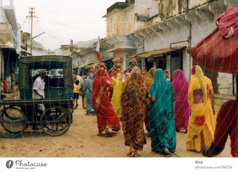 Indische Frauen 2 Farbe Straße Sand Umzug (Wohnungswechsel) Indien Tracht Sari