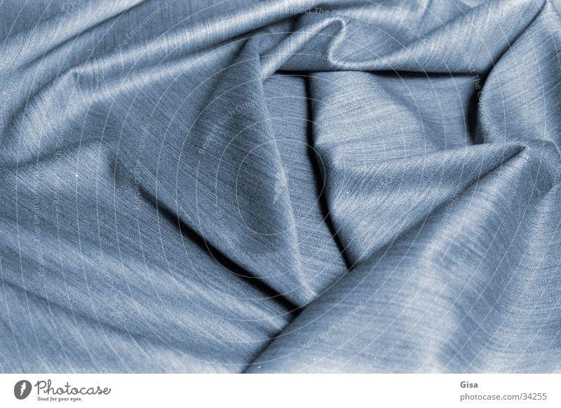 Falten 1 Faltenwurf Stoff Schurwolle Material Textilien weich Industrie Trapierung blau