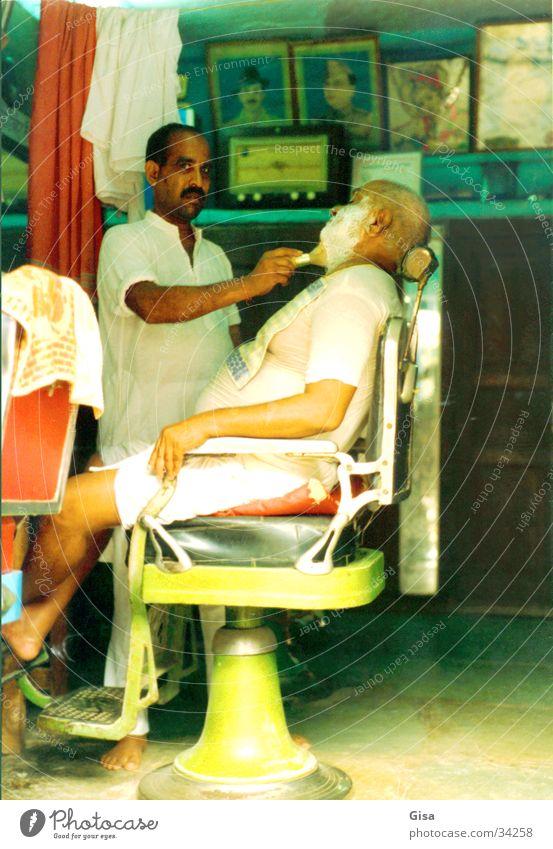 Barbier Indien Bart Nostalgie mehrfarbig Mann Dienstleistungsgewerbe Friseur Stuhl genießen