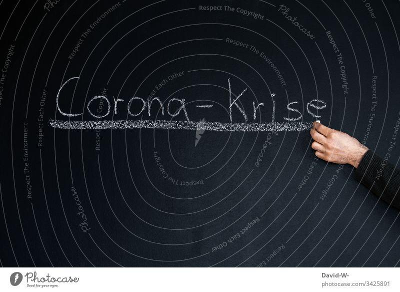 Corona-krise wort unterstrichen corona-krise Wort unterstreichen Kreide Tafel Hinweis Überschrift Panik Angst Coronavirus Seuche Pandemie Virus Gesundheit