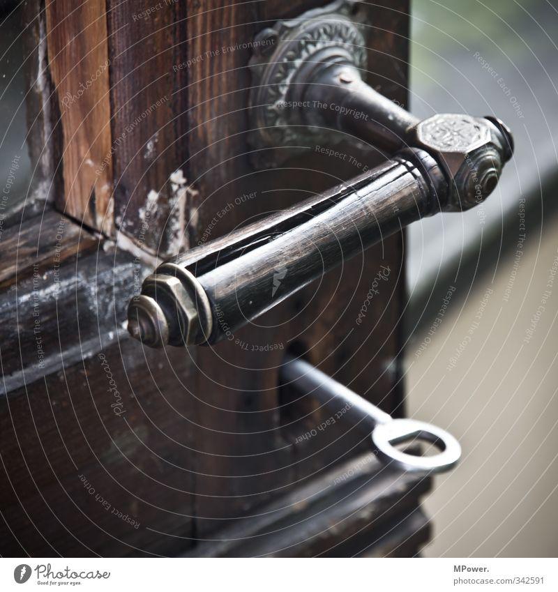 alte klinke Holz Metall offen Glas geschlossen retro Autotür Schloss Schlüssel Griff verwittert