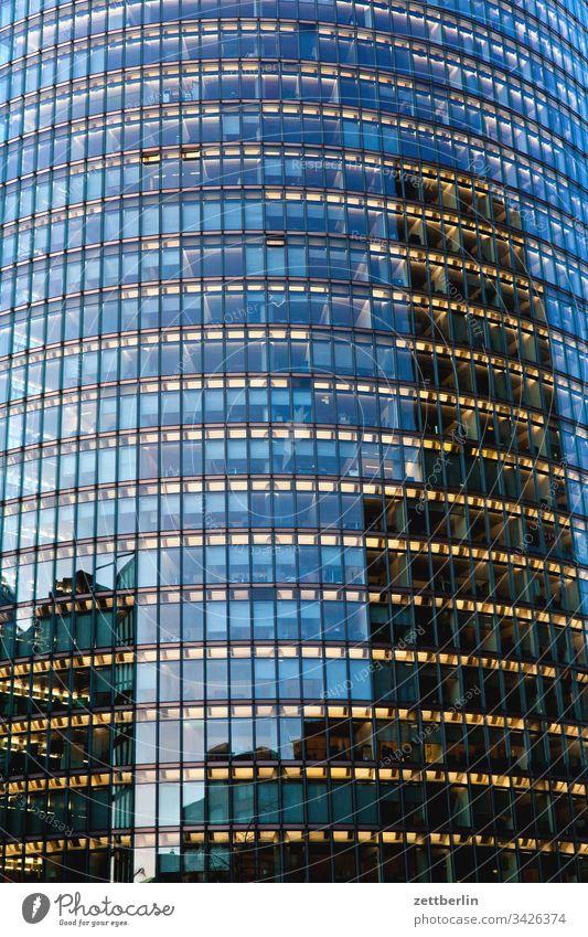 Glasfassade abend architektur berlin büro city deutschland dämmerung froschperspektive hauptstadt haus himmel hochhaus innenstadt mitte modern neubau platz