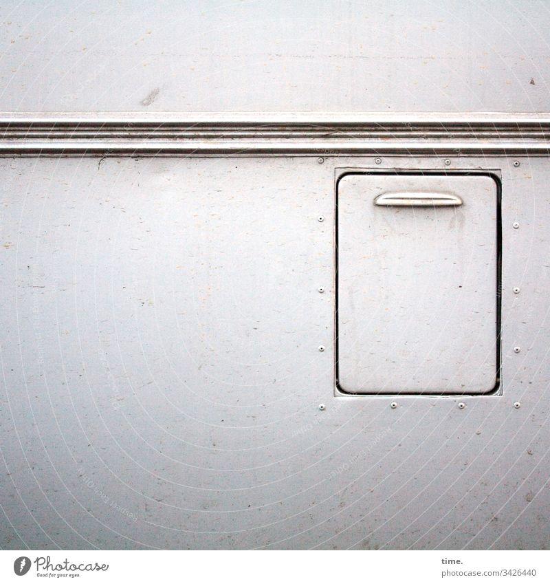 Schnittstellen des Alltags (1) kfz auto camping bus wand klappe streifen linie griff verschlossen geschlossen hell funktion caravan versorgung