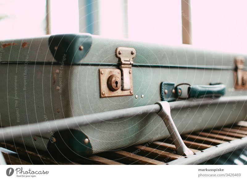 Vintage Reisekoffer Koffer Reisender alt retro Stil Dachgepäckträger