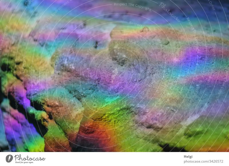 durch Lichtbrechung entstandene Regenbogenfarben auf Felsen bunt Farbe Farbfoto mehrfarbig abstrakt Menschenleer Reflexion & Spiegelung leuchten Sonnenlicht