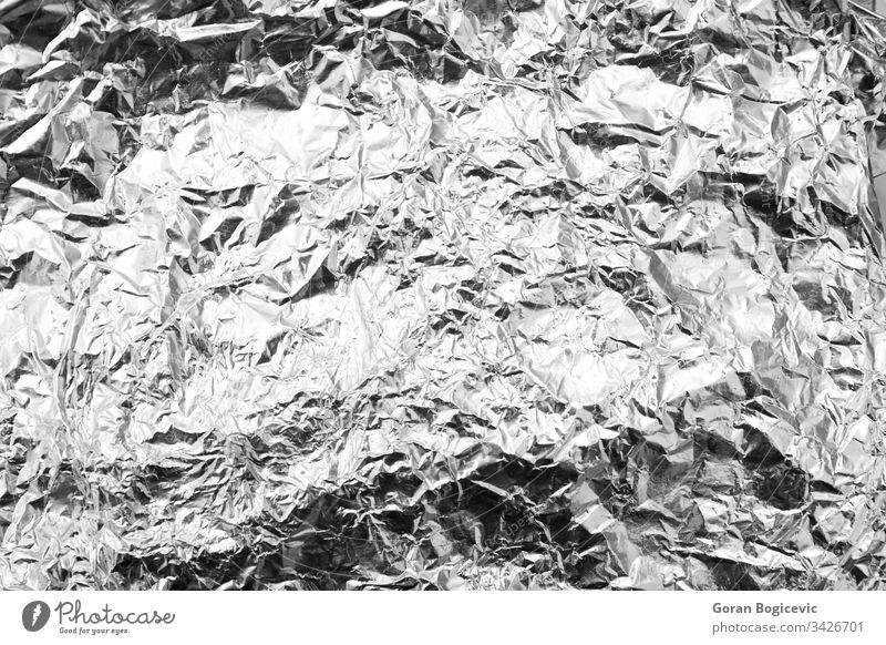 Nahaufnahme eines zerknitterten Aluminiumfolienbogens Silber grau glänzend knittern abstrakt Papier Textur Folie Hintergrund Legierung Glanz texturiert Schot