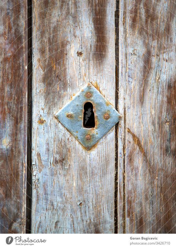 Altes Schlüsselloch Golfloch Sicherheit altehrwürdig Tür sicher Metall Antiquität rostig antik Holz hölzern metallisch heimwärts Textur Detailaufnahme kupfer