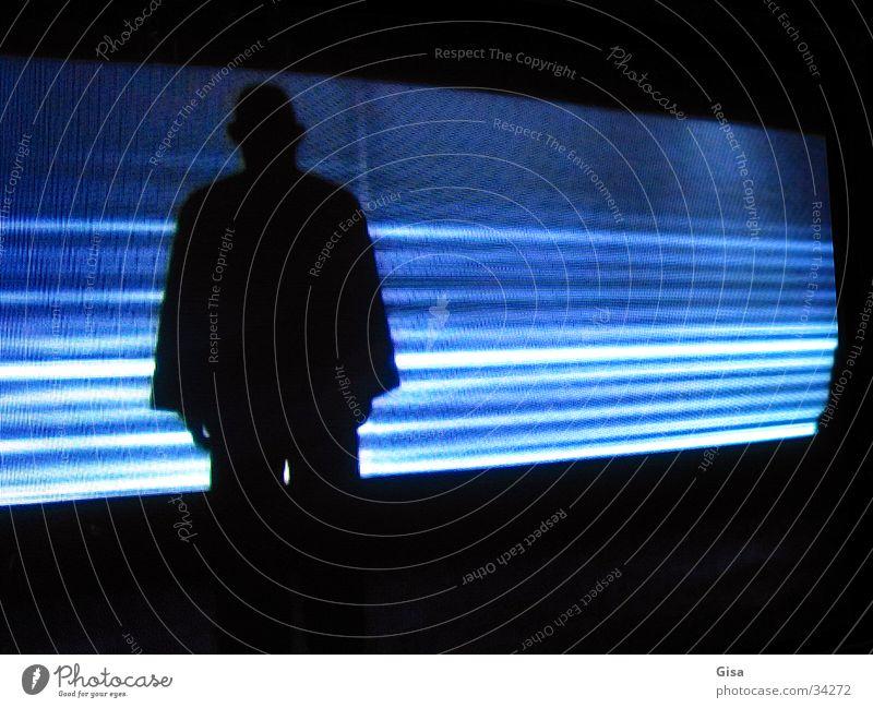 Schattenmann Mann blau schwarz dunkel Streifen Performance
