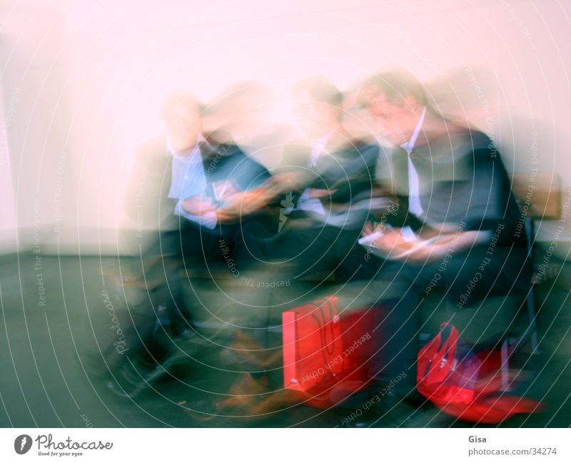 Pausenmänner Mann sprechen Bewegung Menschengruppe Arbeit & Erwerbstätigkeit Pause Sportmannschaft Bank Sitzung Ladengeschäft Mensch Kommunizieren Verhandlung Versammlung