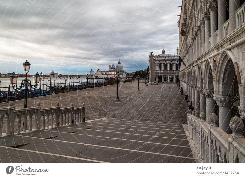 Corona thougths | Leeres Venedig Laternen Menschenleer Städtereise Kanal Querformat alt historisch Veneto Erholung Himmel Idylle Ausflugsziel Bauwerk Wasser