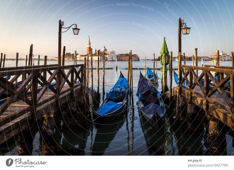 Wenn die Gondeln Trauer tragen Venedig Italien Europa Urlaub Ferien Reise Tourismus Venetien Laternen Morgens Ferien & Urlaub & Reisen Farbfoto Außenaufnahme