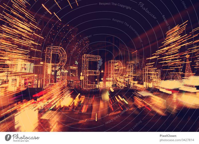 Der Kurfürstendamm in Berlin zur Weihnachtszeit Berlin-Mitte Architektur Stadtzentrum Tourismus Deutschland Hauptstadt Skyline Kurfürstendamm, Großstadt Himmel