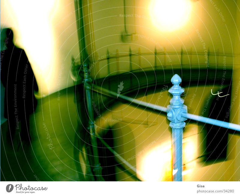 Fang mich Spielen Raum laufen Turm Geländer Treppenhaus Lichtspiel Verfolgung