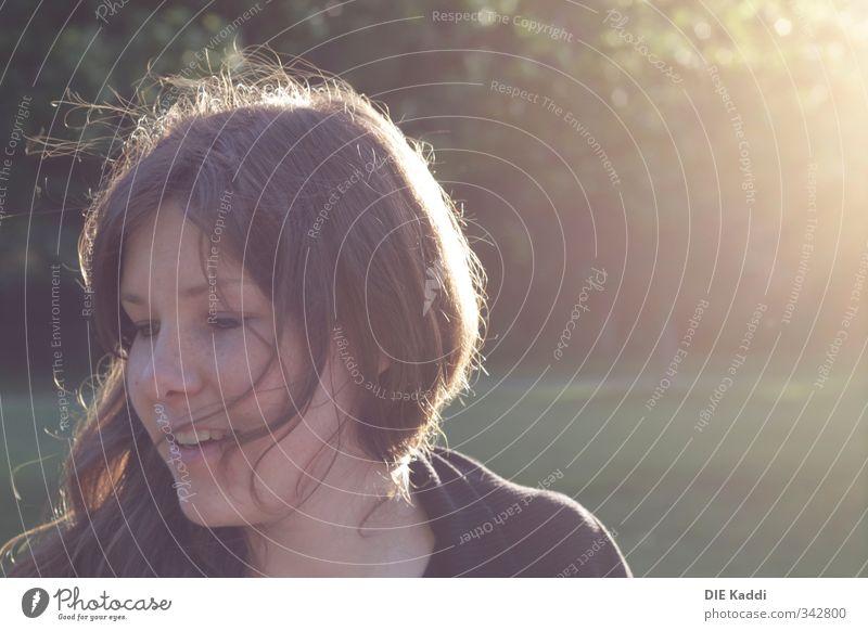 her life is now Mensch feminin Junge Frau Jugendliche Leben Haare & Frisuren Gesicht 1 18-30 Jahre Erwachsene Umwelt Sonnenlicht Sommer Schönes Wetter Wiese