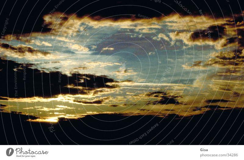 ...himmlisch! Wolken Licht Himmel Sonne Lichtstrahl nach dem Gewitter hell/dunkel