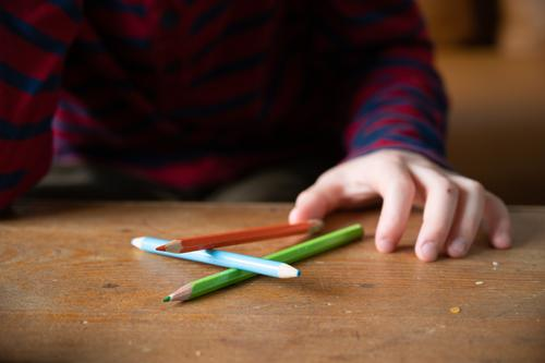 Stifte schreiben Homeschooling Grundschule Schule malen stifte buntstifte zeichnen Grundschulkind