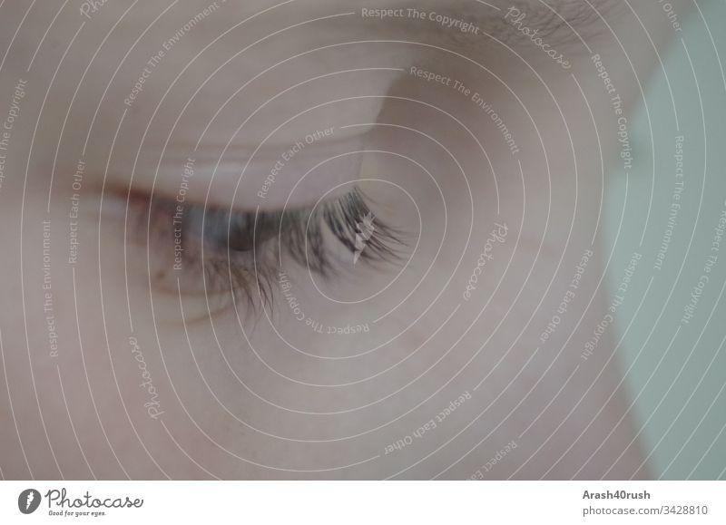 Kinderauge nachdenklich Auge Mensch Augenblick Wimpern Gesicht Junge Zentralperspektive Wachsamkeit Neugier nah 8-13 Jahre maskulin Haut Farbfoto Blick Kindheit
