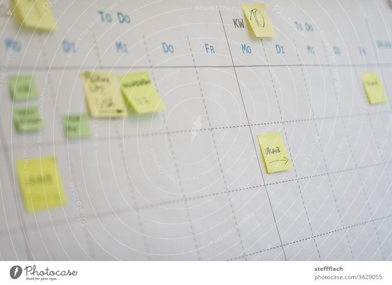 Kalender Arbeit Zeittafel mit Postits Einteilen Aufgaben to do Liste Zahlen Ziffern & Zahlen Ziffern und Zahlen Arbeit & Erwerbstätigkeit Monat Papier