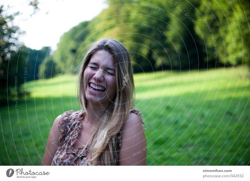 Lachen Ferien & Urlaub & Reisen feminin 1 Mensch 18-30 Jahre Jugendliche Erwachsene Natur authentisch frei Fröhlichkeit Gesundheit Glück Unendlichkeit Freude