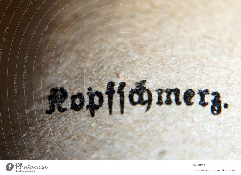 Kopfschmerzen Schmerzen Krankheit krank Druckschrift Frakturschrift Buch alte Schrift Printmedien Zeichen Typographie Wort Buchstaben Schriftzeichen Text