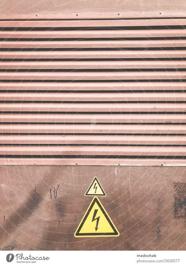 Warnung Strom Elektrizität Blitz Gefahr Hinweis Voricht Blotz Dreieck Hinweisschild Schilder & Markierungen Warnhinweis Warnschild Zeichen bedrohlich