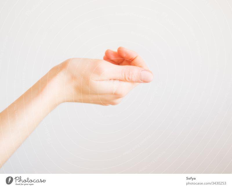 Schöne Frauenhand mit Nacktmaniküre Hand schön nackt rosa Maniküre Haut Beteiligung Finger Fingernagel weiß Pflege Schönheit Daumen Behandlung Gesundheit Spa