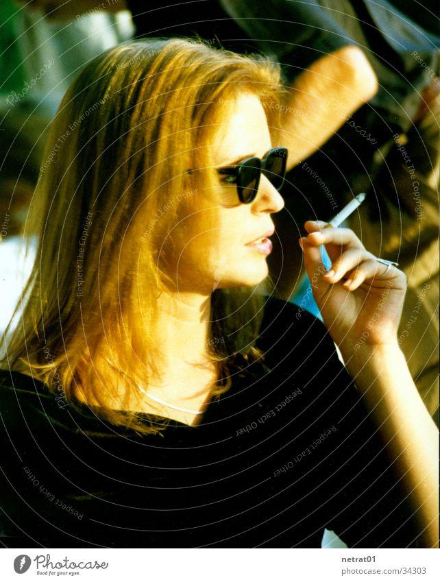 liz Frau Erholung Aussicht Rauchen Erwartung
