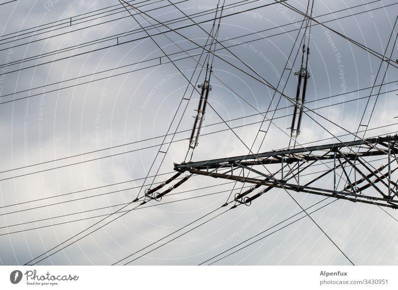 Seilschaft | komplizierte Situation Strommast Himmel Elektrizität Leitung Hochspannungsleitung Technik & Technologie Kabel Energiewirtschaft Energiekrise Wolken