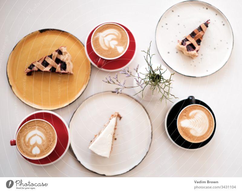 Dessert mit Kaffee weiß Café Kaffeetasse Pasteten Kaffeepause Kaffeehaus